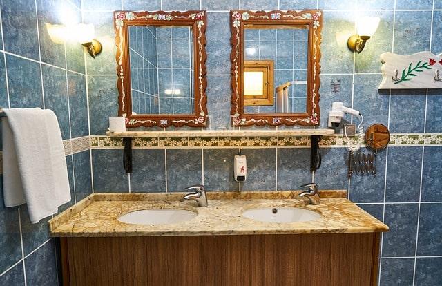 Quick Fix DIY – Framing a Bathroom Mirror